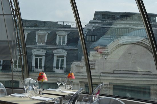 EN-UN-TEJADO-DE-PARIS-11-abajo-de-todo