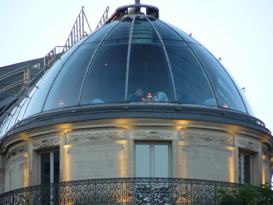 EN-UN-TEJADO-DE-PARIS-slide-1,-home-y-destacada