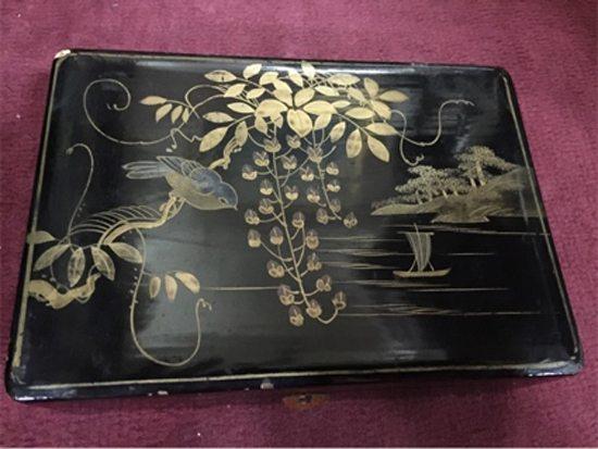 Cajita laca japonesa, año 1930. Precio: $ 1400.