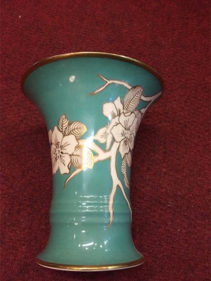 Florero Rosenthal de diseño, porcelana alemana. Precio: $ 1.200.
