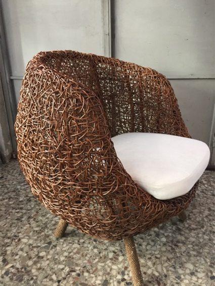 Silla nido en mimbre joven sin cortar, de los años '50. Procedencia: quizás Indonesia. Precio: $ 10.000.